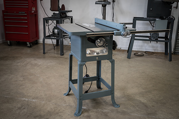 The delta rockwell 34 600 the garage journal board years ago idropped bycurtis garretts shop to pick up a band saw that he had restored for me while there i took notice of his old delta table saw and greentooth Choice Image